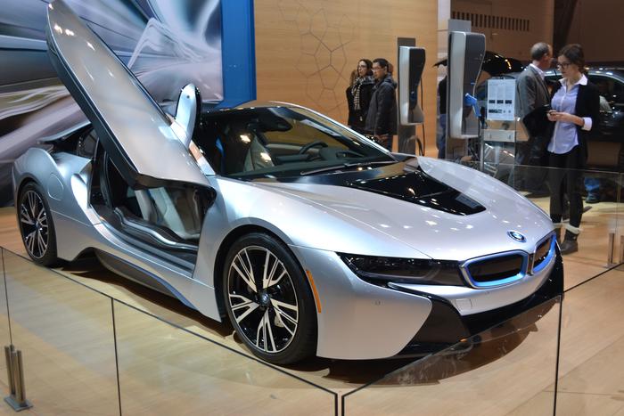 2016-bmw-i8-hybrid-car-chicago-auto-show