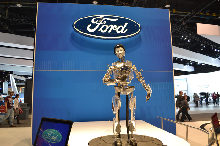 2018-chicago-auto-show-ford-robot-hank
