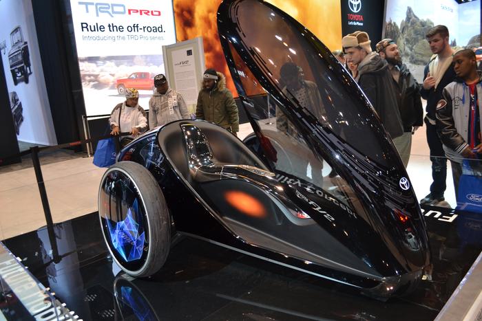 2015-chicago-auto-show-toyota-concept-car-fv2
