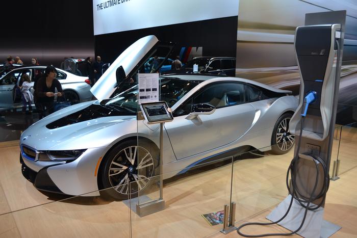 2016-bmw-i8-hybrid-supercar-chicago-auto-show