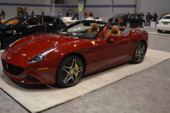 chicago-auto-show-2015-ferarri-california-t-super-car