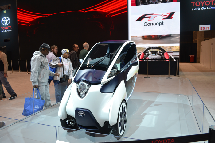 2016-chicago-auto-show-toyota-i-road-concept-vehicle