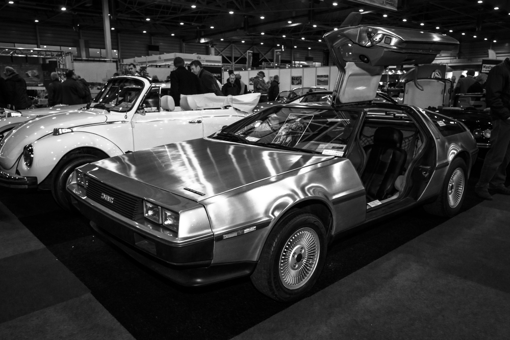 the delorean comes back to our future. Black Bedroom Furniture Sets. Home Design Ideas