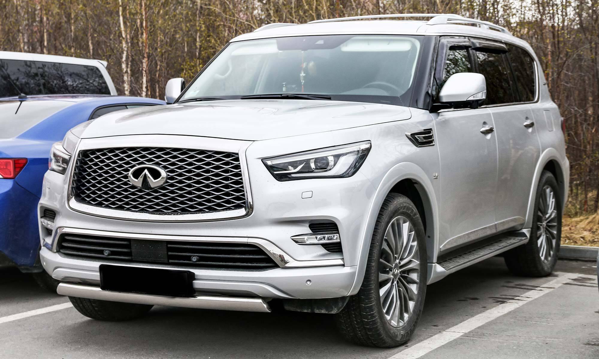 A picture of a silver 2019 Infiniti QX80 car in a parking spot.