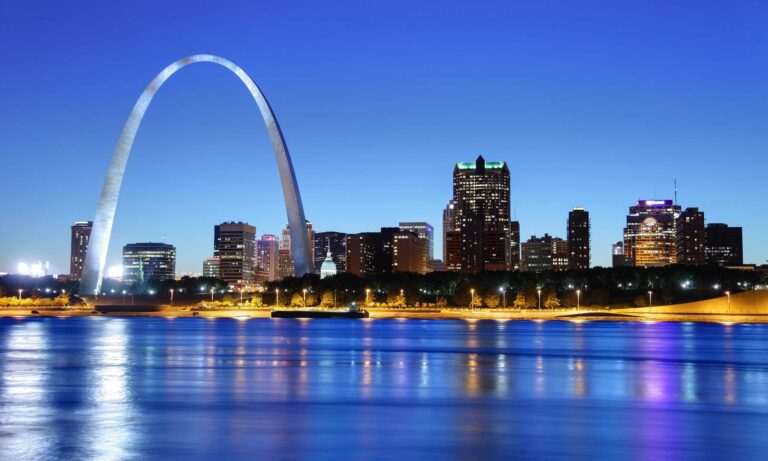 An image of the Gate Arch and St. Louis skyline at night.